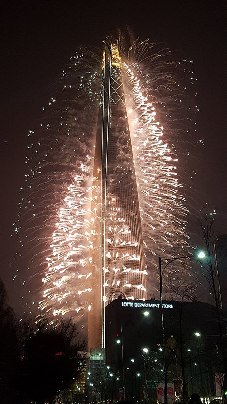Fireworks to celebrate opening Lotte Worlds Tower