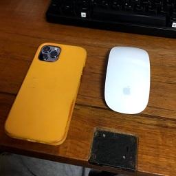 너무 쉽게 변색된 아이폰12 가죽케이스